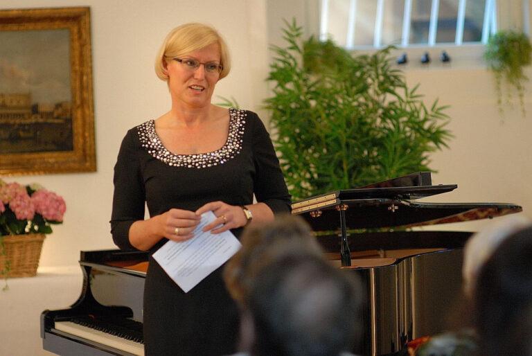 Hauskonzert - Pia und Wolfgang Storm aus Dreieich räumen regelmäßig ihr Wohnzimmer aus, und lassen Musikinstrumente aufbauen und veranstalten Hauskonzerte mit Künstlern aus dem ganzen Land